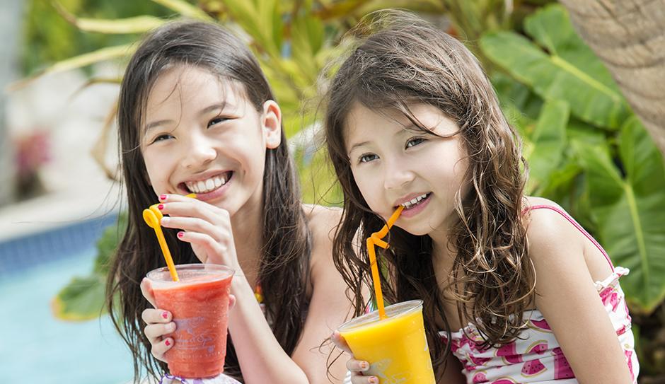heeca_Family Pool_smoothie girls3